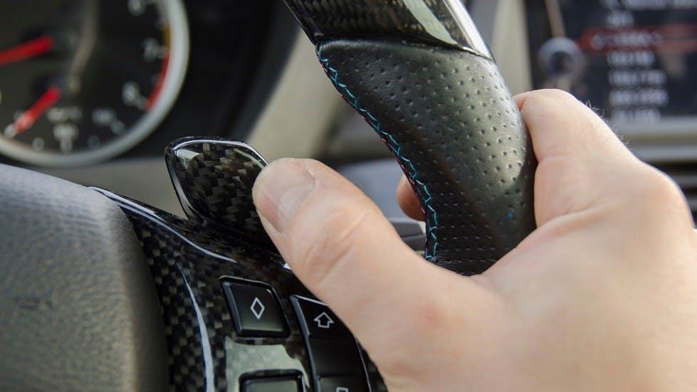 Palette situee sur la droite d'un volant