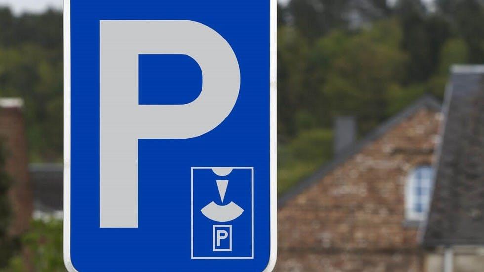 Panneau d'indication de places de stationnement reserve aux disques de stationnement