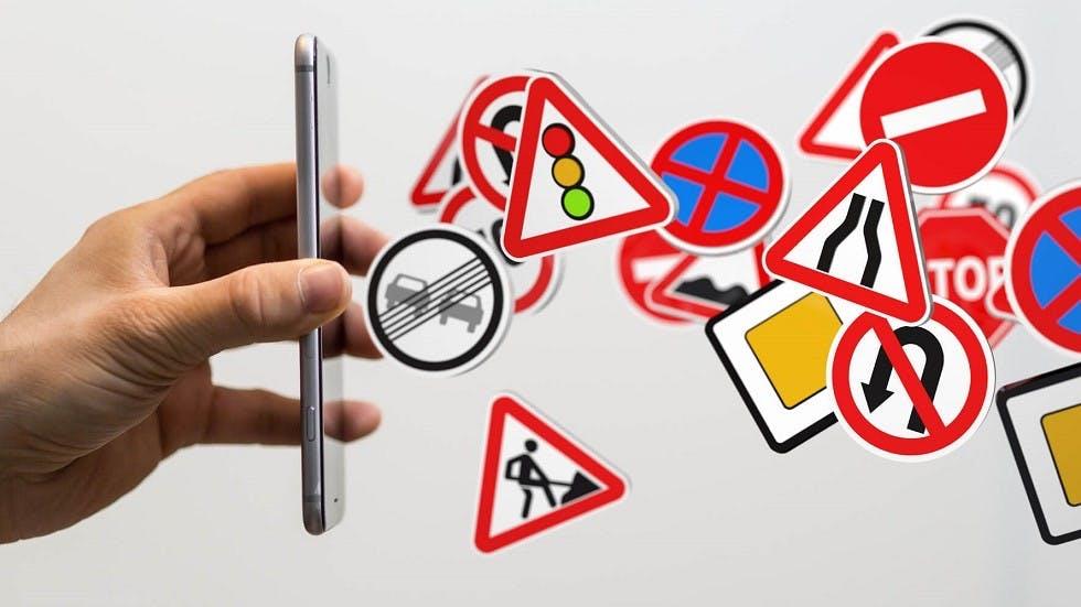 Formation au code de la route realisee sur un smartphone