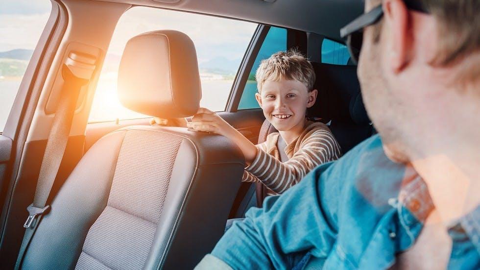 Automobiliste distrait par son enfant