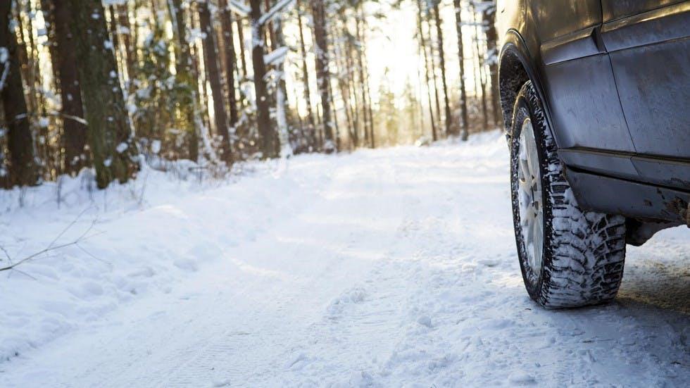 Pneumatiques recouverts de neige