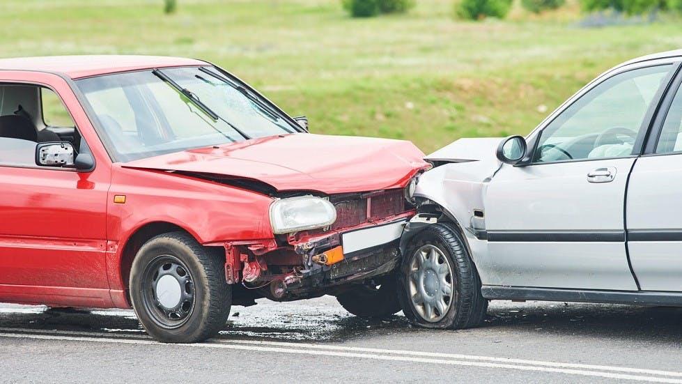 Deux automobiles suite a un choc frontal