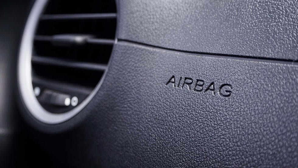 Airbag appartenant aux differents dispositifs de securite presents dans une automobile