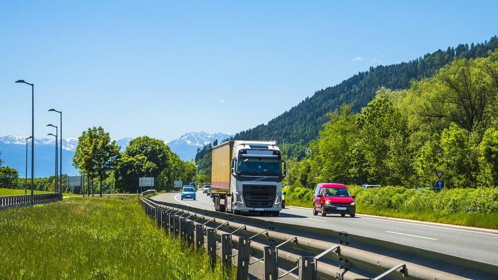 Glissiere metallique des autoroutes