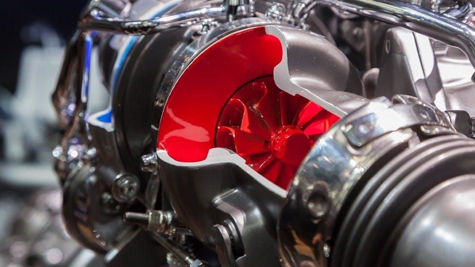 Coupe d'un turbocompresseur montrant l'une des turbines