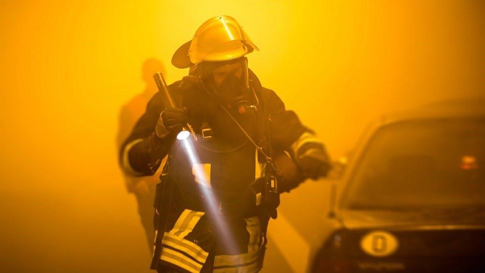 Pompiers intervenant sur un accident dans un tunnel en Allemagne