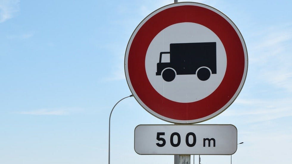 Panonceau de distance associé à un panneau d'interdiction