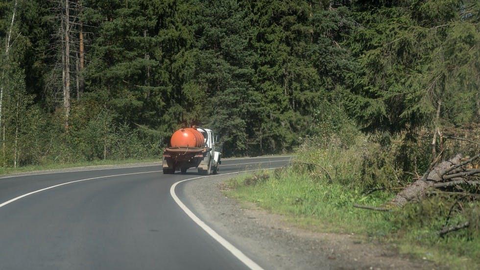 Inertie d'un camion prenant un virage