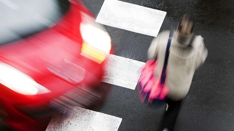 Automobile refusant la priorite a un pieton
