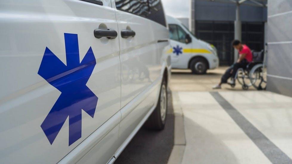 Ambulance en gros plan suite a une intervention