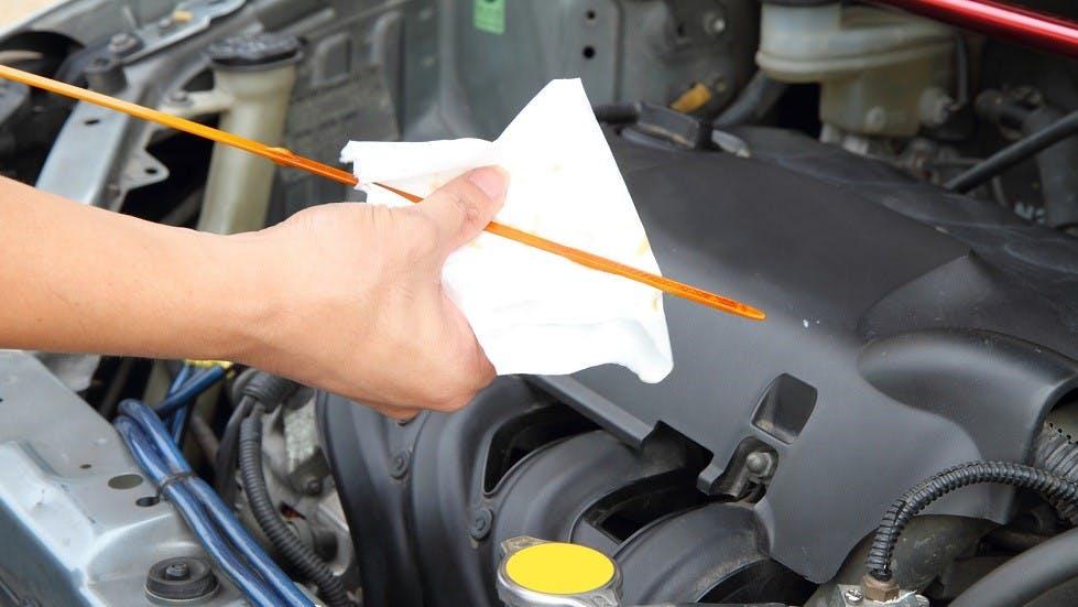 Tige permettant de verifier le niveau d'huile de moteur