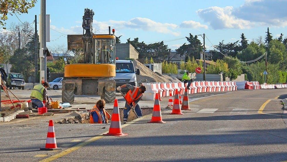 Ouvriers travaillant sur un chantier routier