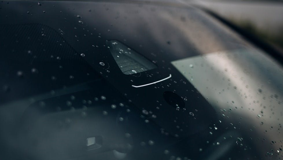 Capteur de pluie sur une automobile