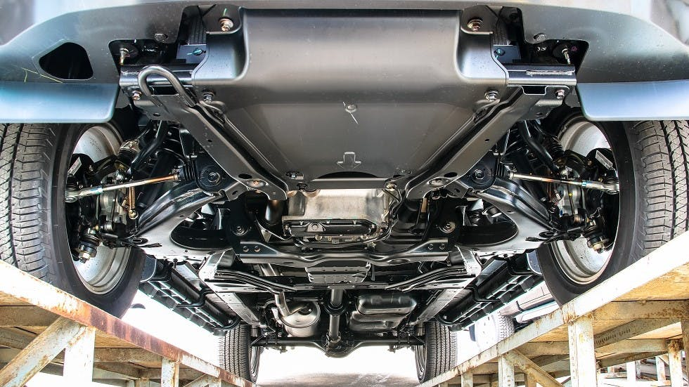Vue du dessous du chassis d'une automobile