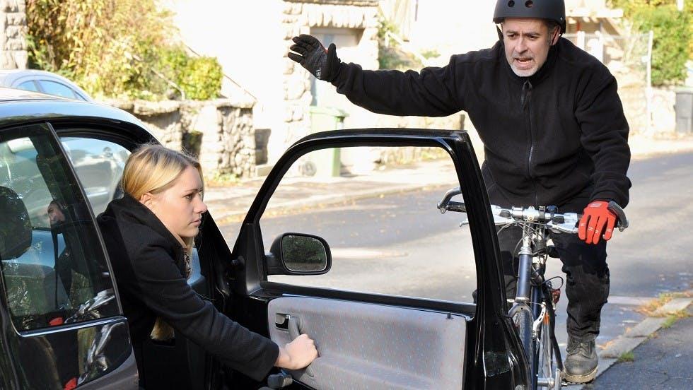 Risque d'accident de portiere entre un cycliste et une automobile