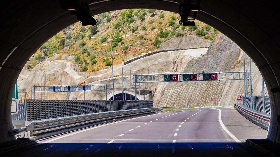 Panneaux lumineux indiquant une limitation de vitesse a 70 km/h