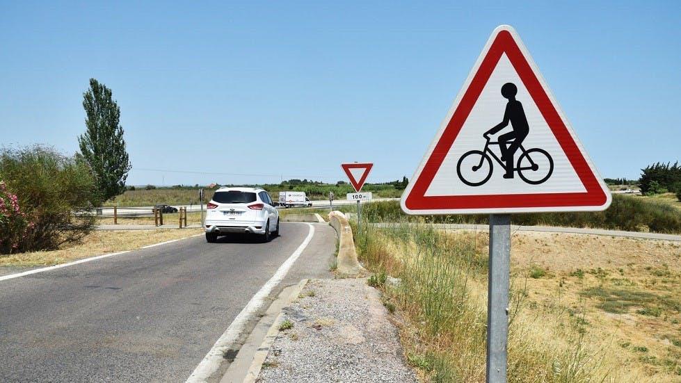 Panneau de danger representant un cycliste