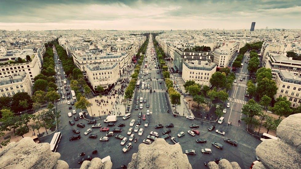 Intersection encombree dans Paris