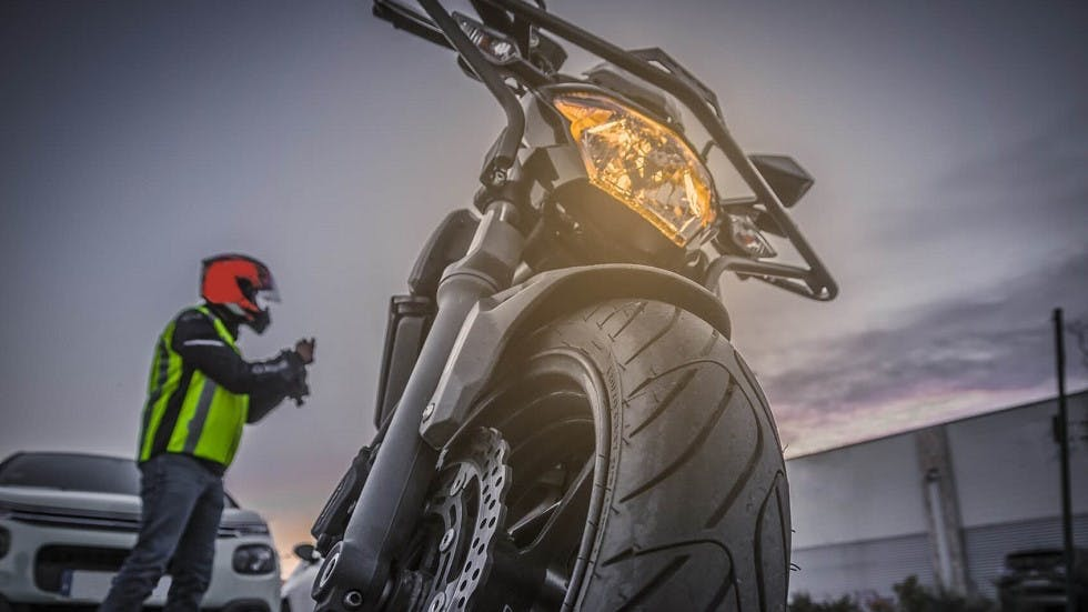 Moto prete pour servir pendant l'epreuve du plateau