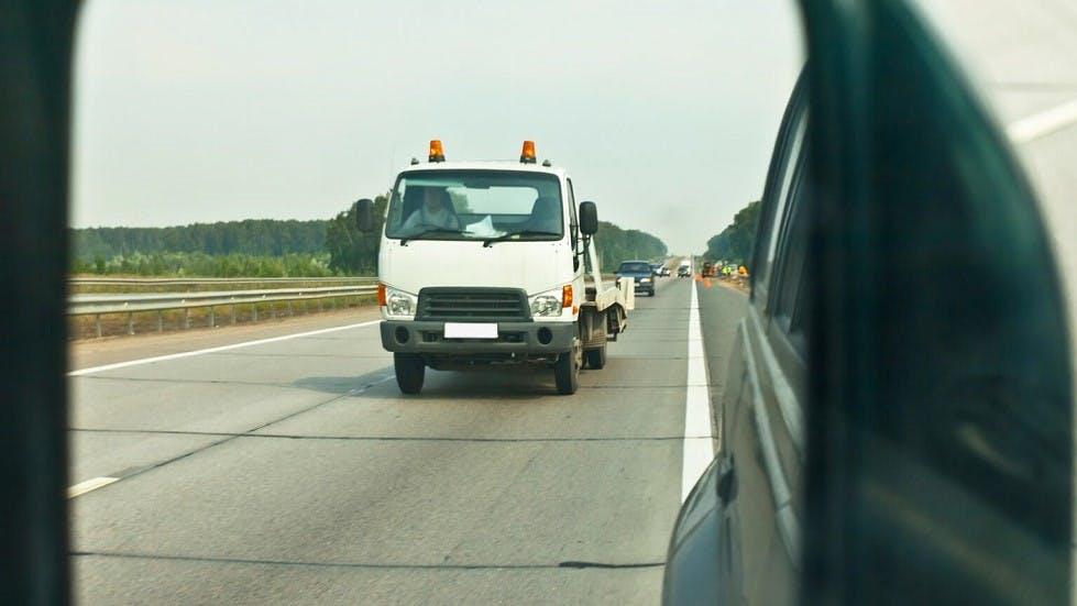 Camion réalisant un depassement sur un autre poids lourd