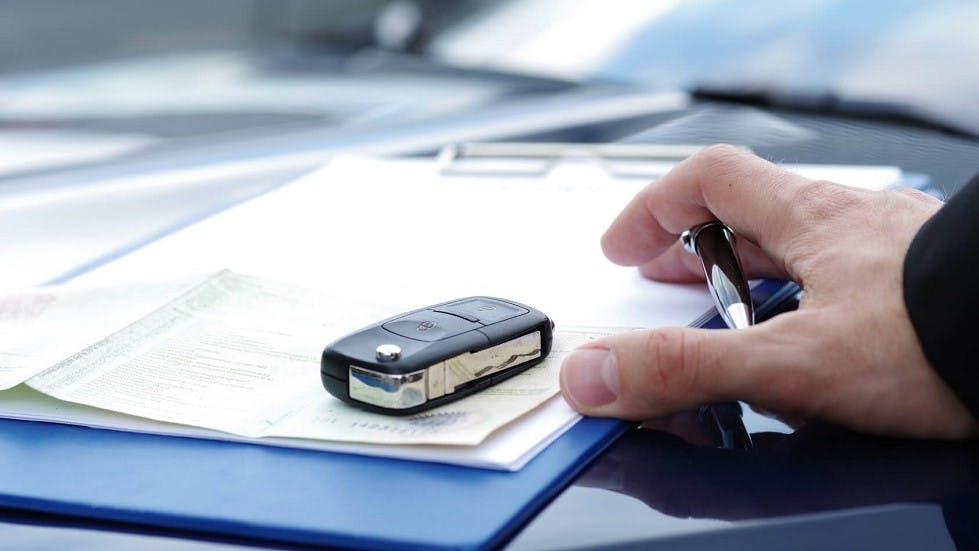 Concessionnaire signature contrat auto