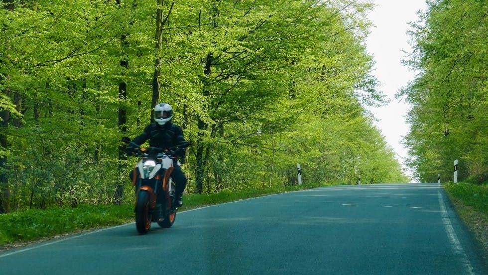 Moto roulant en dehors d'une agglomeration