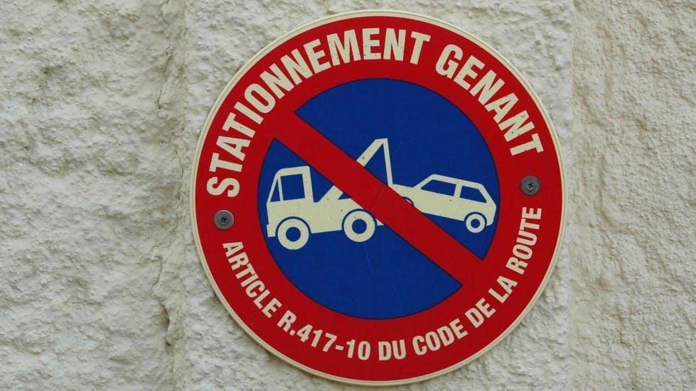 Panneaux de stationnement genant en agglomeration