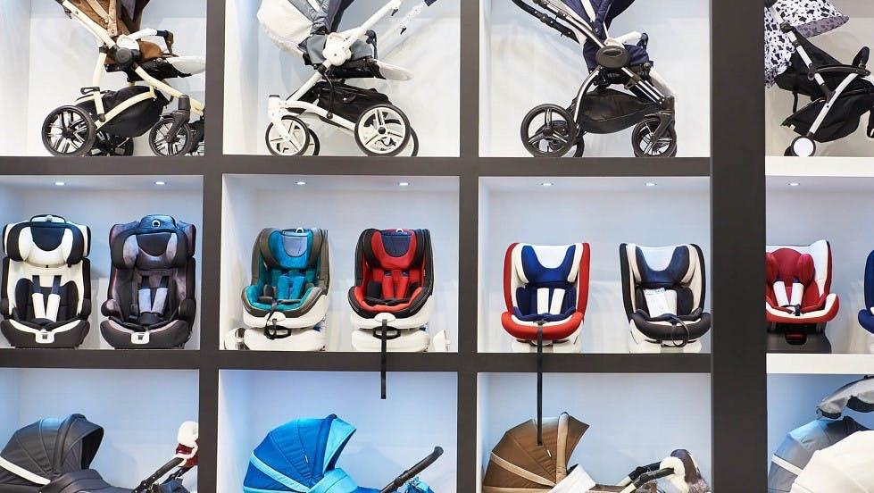 Rayon d'un magasin dedie aux equipements pour les bebes