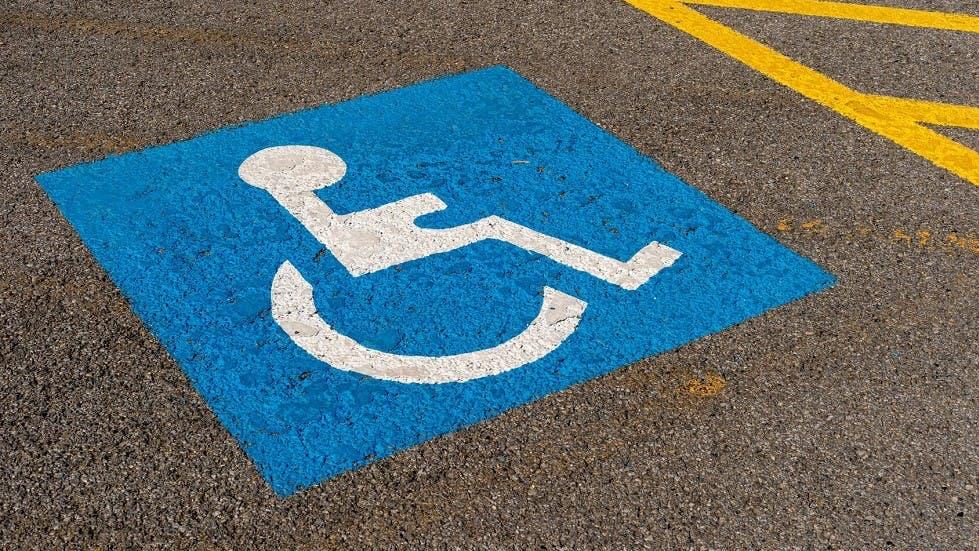 Place de stationnement pour les usagers handicapes