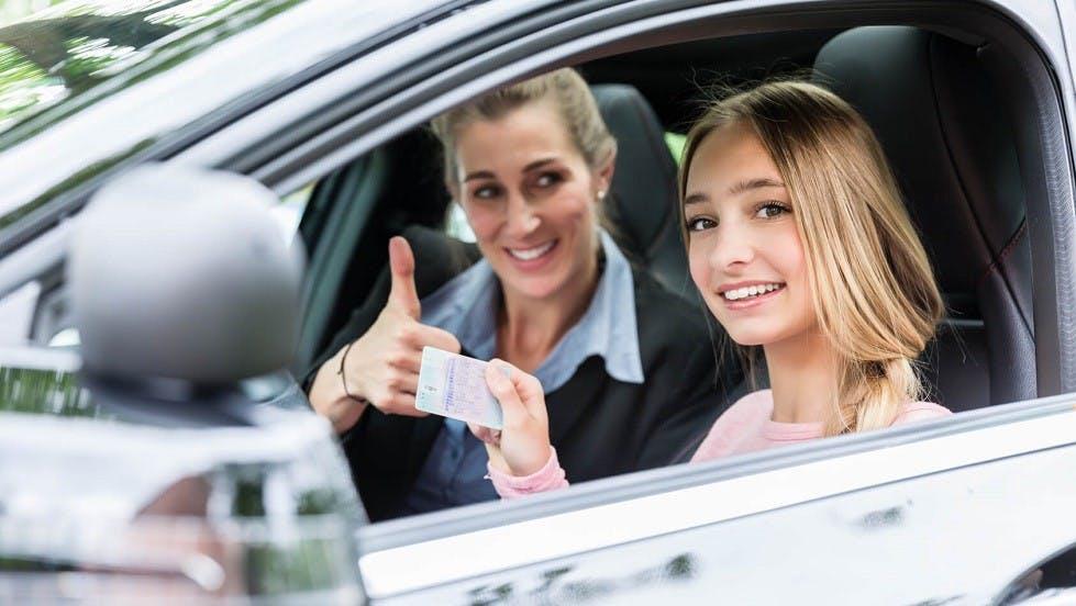 Candidate montrant son permis de conduire