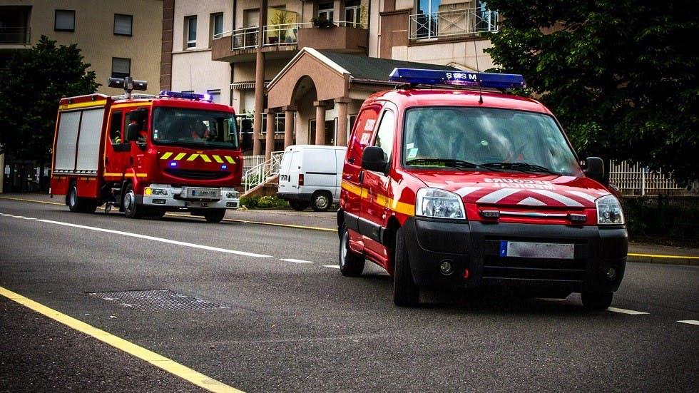 Deux vehicules de pompiers en intervention