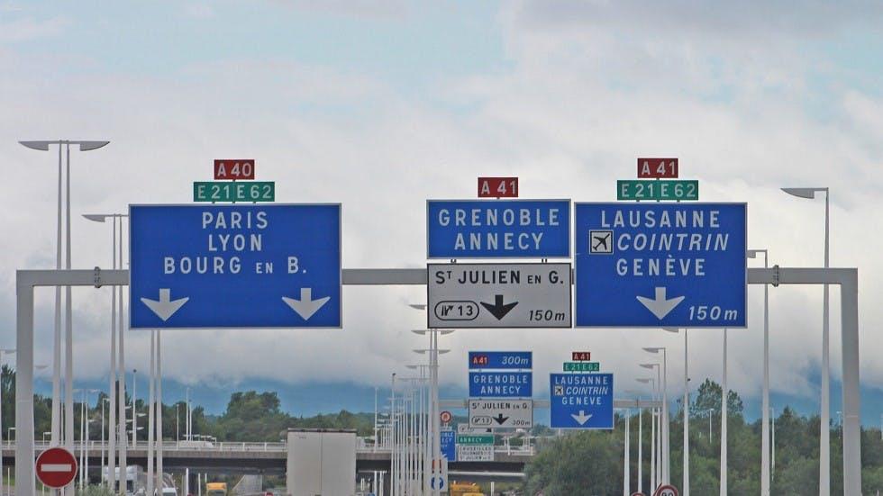 Panneaux de grandes tailles sur autoroutes