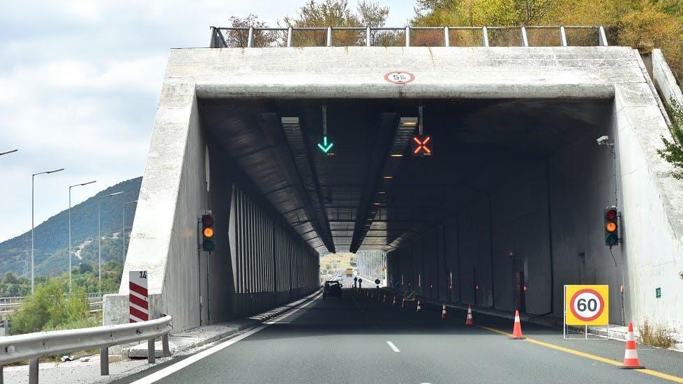 Affichage lumineux d'affectation des voies d'un tunnel