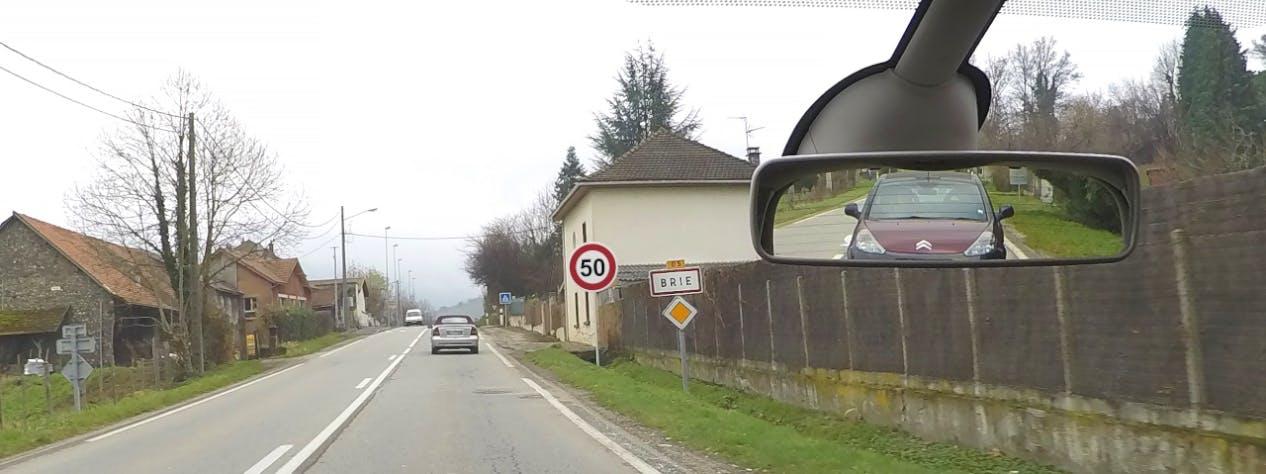 Panneaux entrée d'agglomération : limitation de vitesse