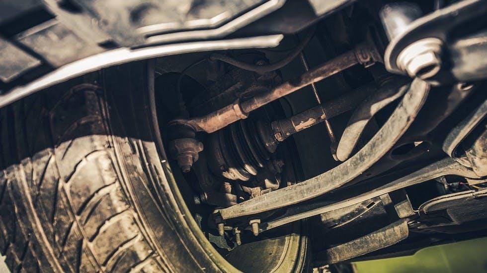 suspensions abimees d'une automobile