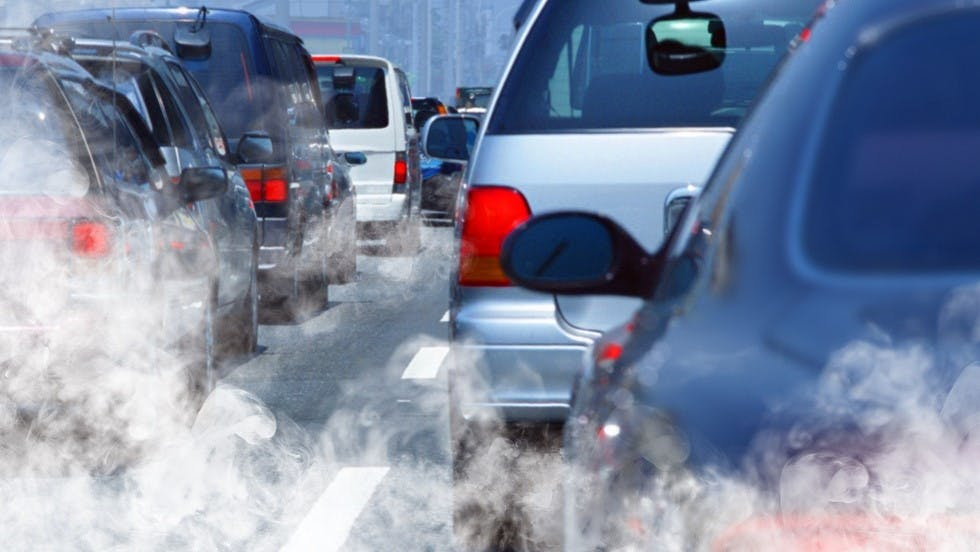 Trafic dense et fortes emissions de fumees
