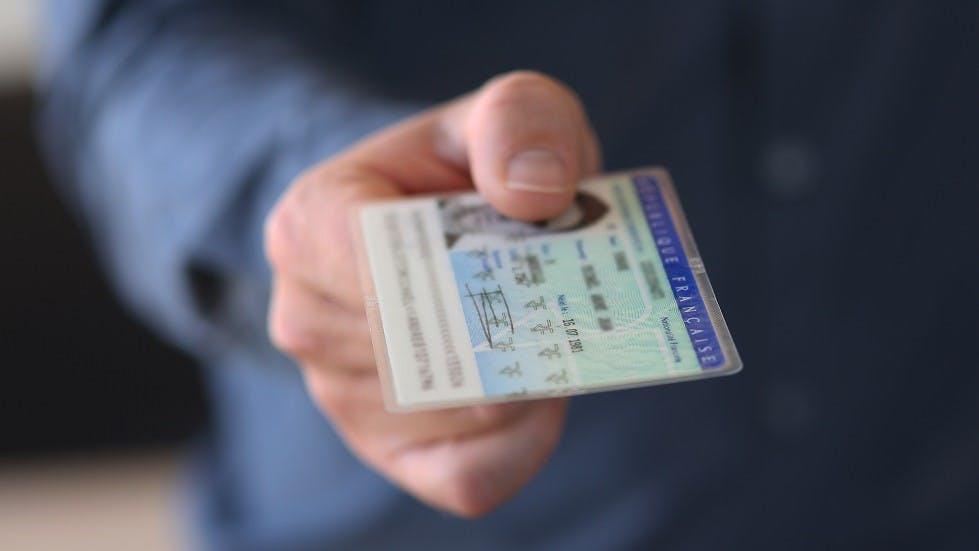 Candidat au permis s'inscrivant grace a sa carte d'identite