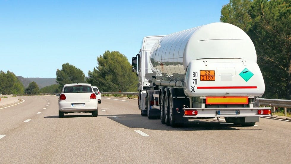 Camion de transport de matieres dangereuses