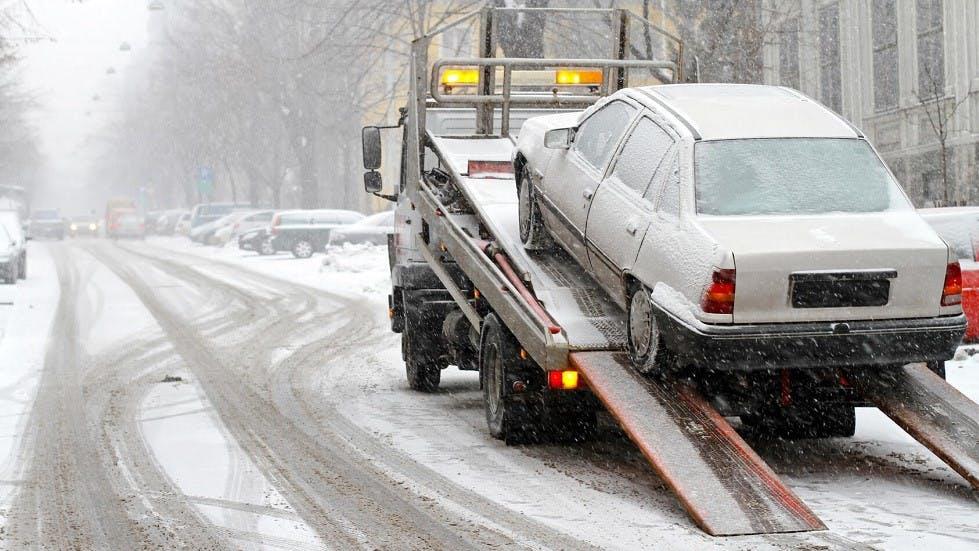Depannage d'une automobile sous la neige