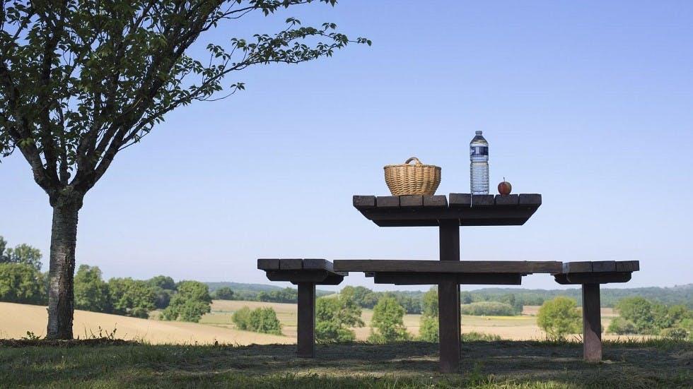 Table de pique-nique des aires de repos des autoroutes