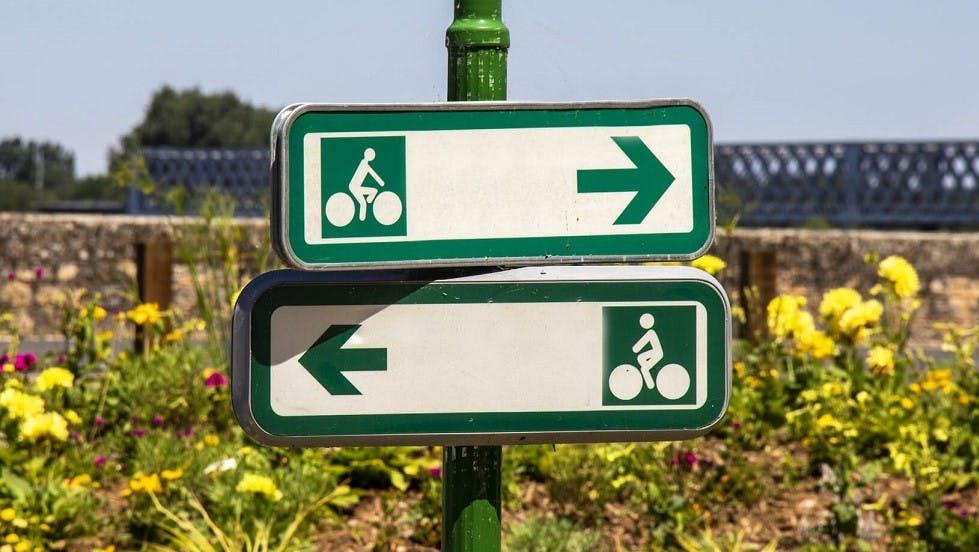 Panneaux de direction verts pour les cyclistes