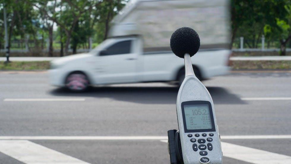 Audiometre relevant la nuisance sonore generee par une camionnette