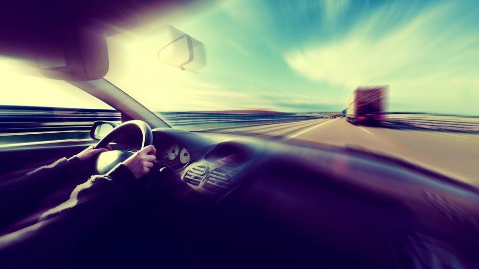 Automobile circulant a grande vitesse