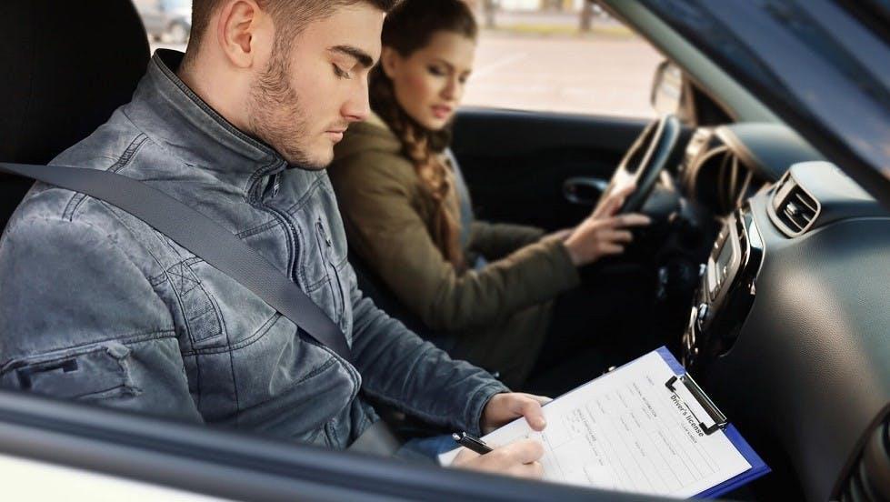 Candidate a l'examen du permis de conduire