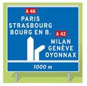 panneau d'avertissement pour bifurcation d'autoroute avec affectation des voies