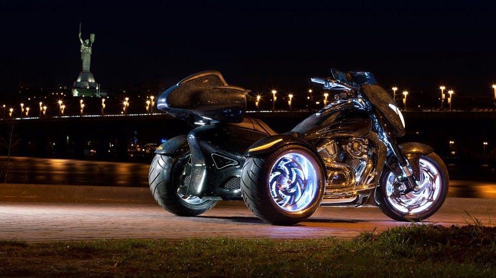 Tricycle motorise stationne de nuit