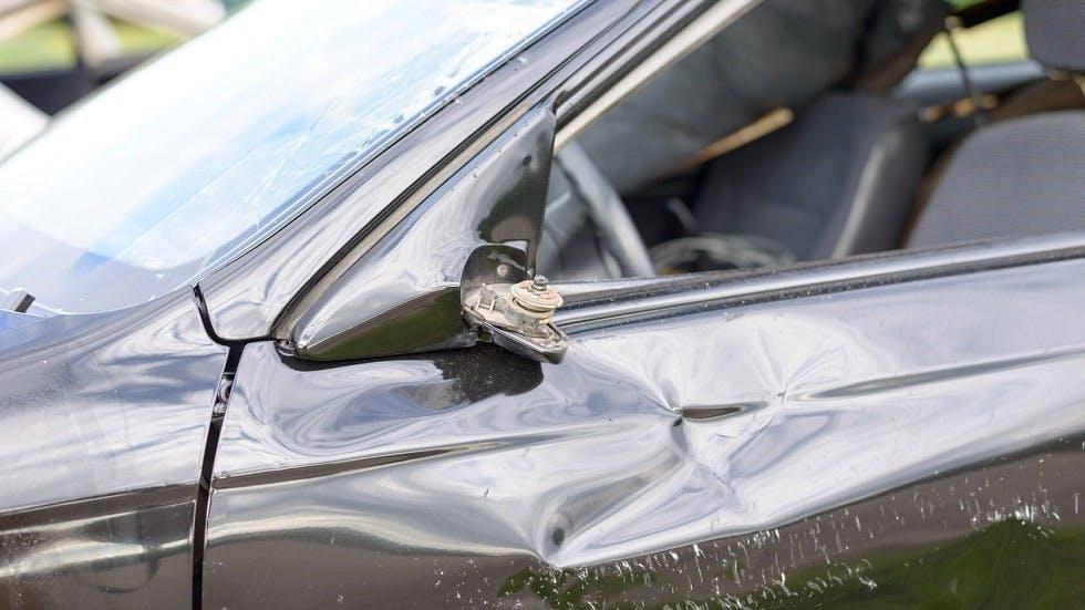 Retroviseur gauche absent sur une automobile accidente