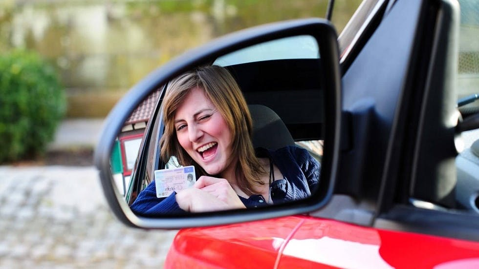 Conductrice apres l'obtention de son permis de conduire
