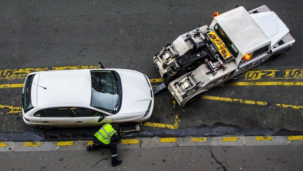 Enlevement d'une automobile stationnee sur une place reservee aux livraisons