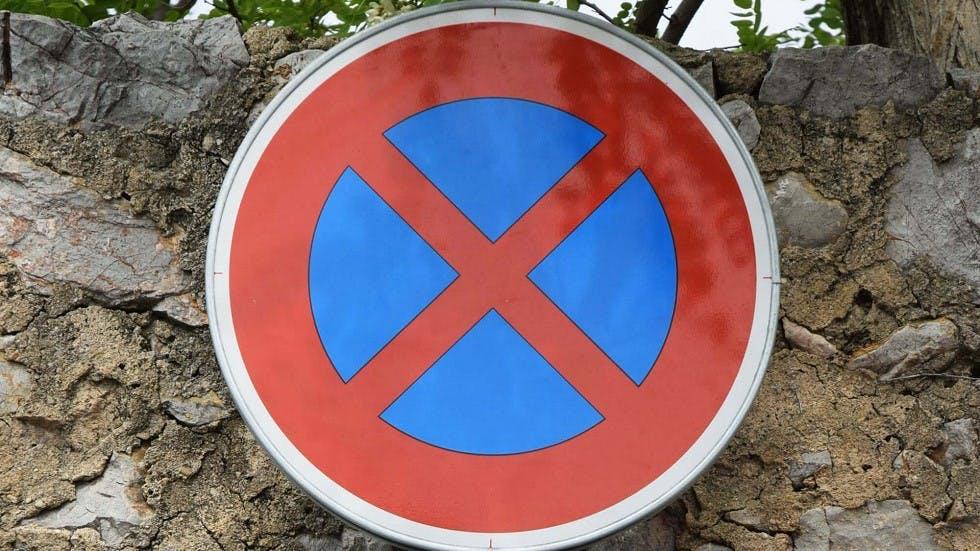 Panneau d'arret et de stationnement interdit